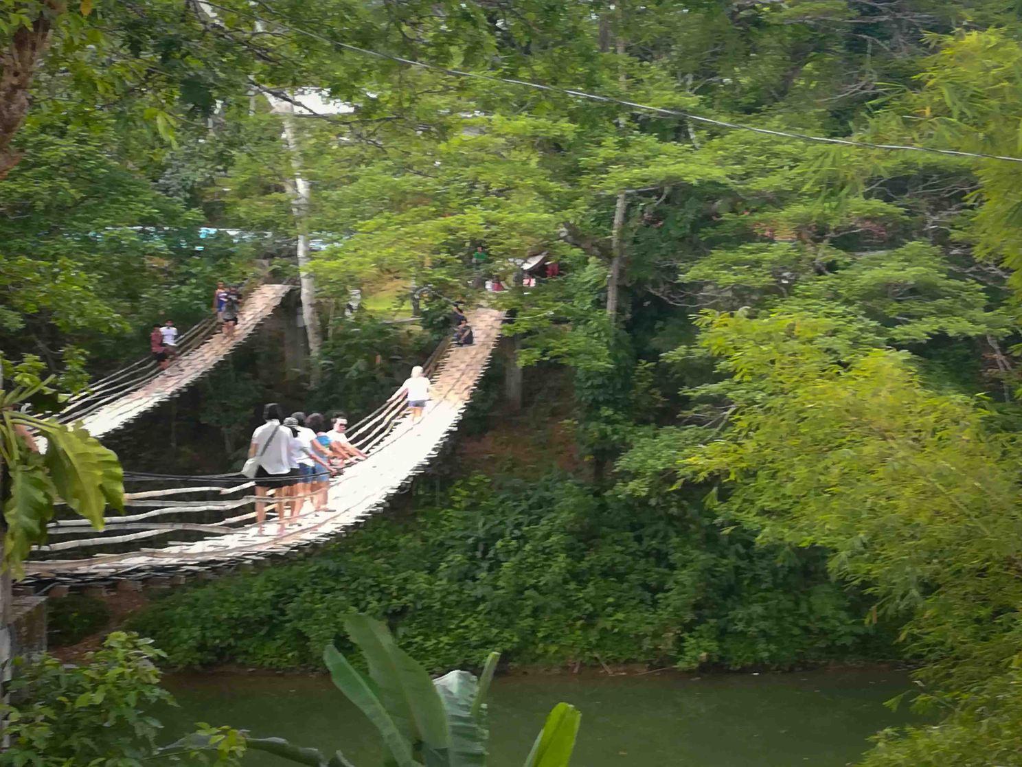 que-ver-en-bohol-hanging-Bridge