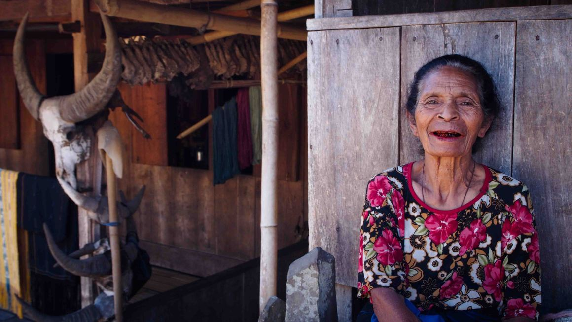 Mujer-Ngada-Bena-Isla-Flores-Indonesia