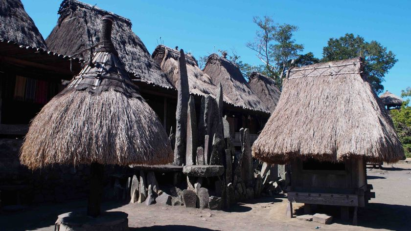 Megalitos-Bena-Isla-Flores-Indonesia