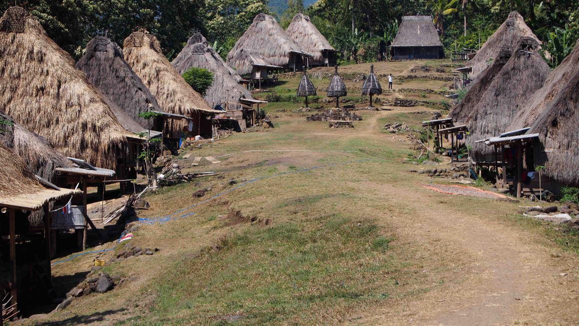 BELARAGHI-ISLA-FLORES-INDONESIA
