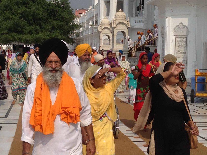 Sijs en el templo dorado de Amritsar