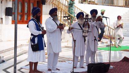 Músicos en el templo dorado de Amritsar