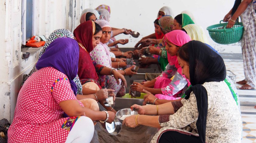 Voluntarias Sijs en el Templo de Amitsar