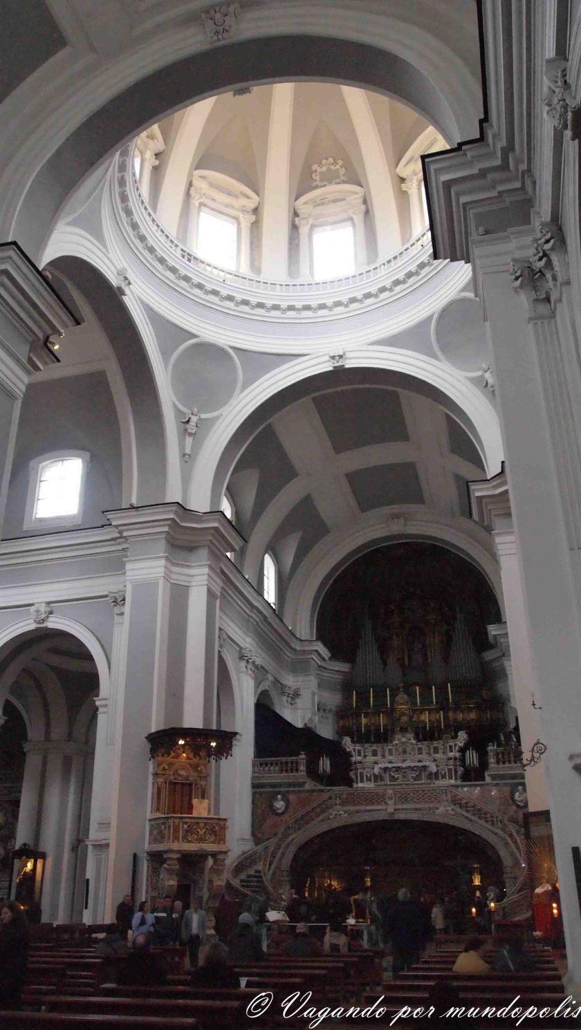 turismo-en-napoles-que-ver-santa-maria-de-la-trinita