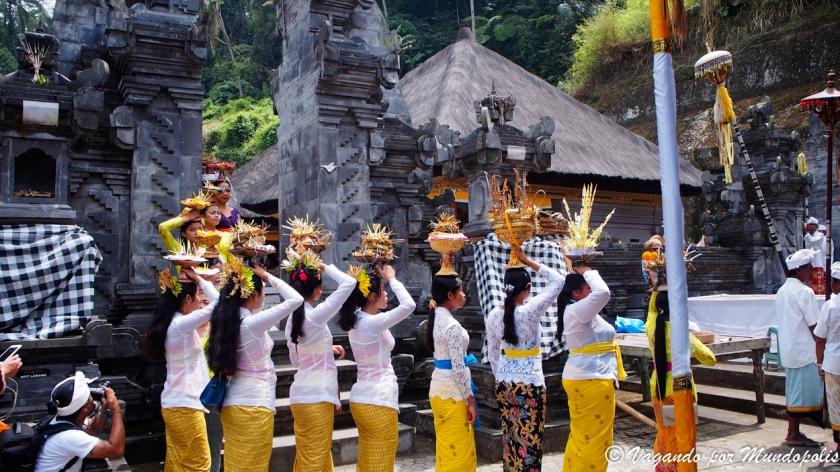 como-ir-vestido-templos-bali